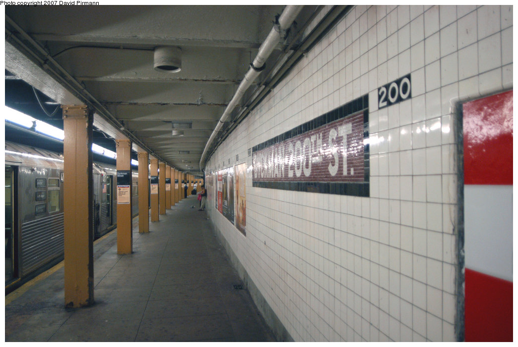 (185k, 1044x701)<br><b>Country:</b> United States<br><b>City:</b> New York<br><b>System:</b> New York City Transit<br><b>Line:</b> IND 8th Avenue Line<br><b>Location:</b> Dyckman Street/200th Street<br><b>Photo by:</b> David Pirmann<br><b>Date:</b> 9/10/2007<br><b>Notes:</b> Station view, northbound platform facing north.<br><b>Viewed (this week/total):</b> 2 / 2666