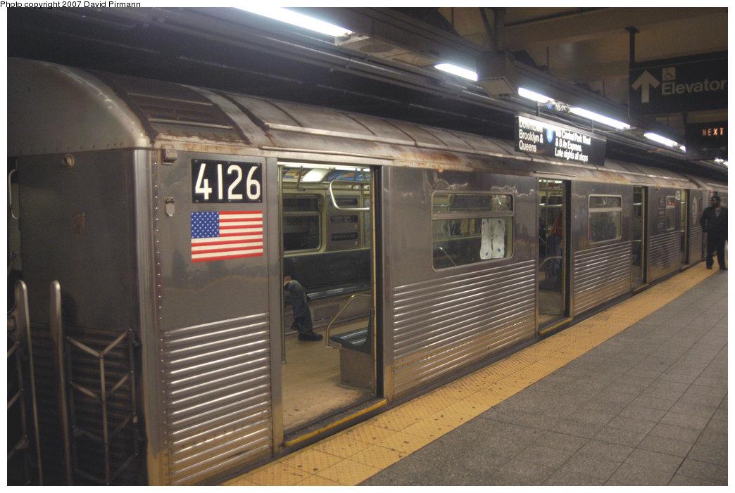 (197k, 1044x701)<br><b>Country:</b> United States<br><b>City:</b> New York<br><b>System:</b> New York City Transit<br><b>Line:</b> IND 8th Avenue Line<br><b>Location:</b> 207th Street<br><b>Route:</b> A<br><b>Car:</b> R-38 (St. Louis, 1966-1967) 4126 <br><b>Photo by:</b> David Pirmann<br><b>Date:</b> 9/10/2007<br><b>Viewed (this week/total):</b> 0 / 2447