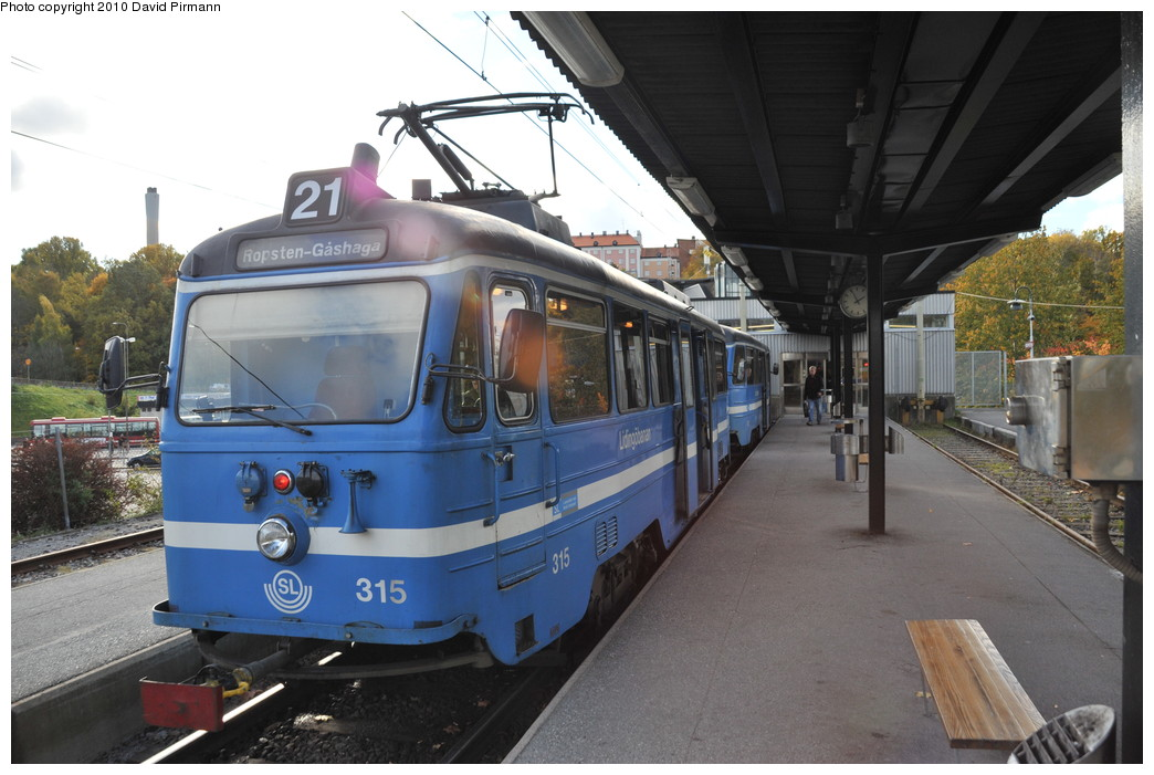 (246k, 1044x701)<br><b>Country:</b> Sweden<br><b>City:</b> Stockholm<br><b>System:</b> Storstockholms Lokaltrafik<br><b>Line:</b> Lidingöbanan<br><b>Location:</b> Ropsten<br><b>Car:</b>  315 <br><b>Photo by:</b> David Pirmann<br><b>Date:</b> 10/14/2010<br><b>Viewed (this week/total):</b> 3 / 802