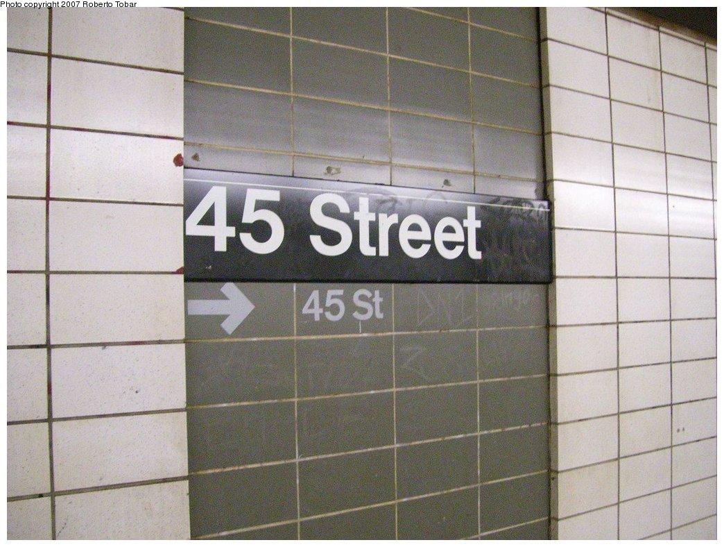 (177k, 1044x788)<br><b>Country:</b> United States<br><b>City:</b> New York<br><b>System:</b> New York City Transit<br><b>Line:</b> BMT 4th Avenue Line<br><b>Location:</b> 45th Street<br><b>Photo by:</b> Roberto C. Tobar<br><b>Date:</b> 9/15/2007<br><b>Viewed (this week/total):</b> 4 / 2143