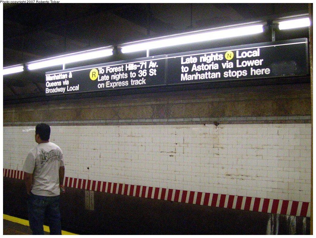 (241k, 1044x788)<br><b>Country:</b> United States<br><b>City:</b> New York<br><b>System:</b> New York City Transit<br><b>Line:</b> BMT 4th Avenue Line<br><b>Location:</b> 59th Street<br><b>Photo by:</b> Roberto C. Tobar<br><b>Date:</b> 9/15/2007<br><b>Viewed (this week/total):</b> 8 / 4043