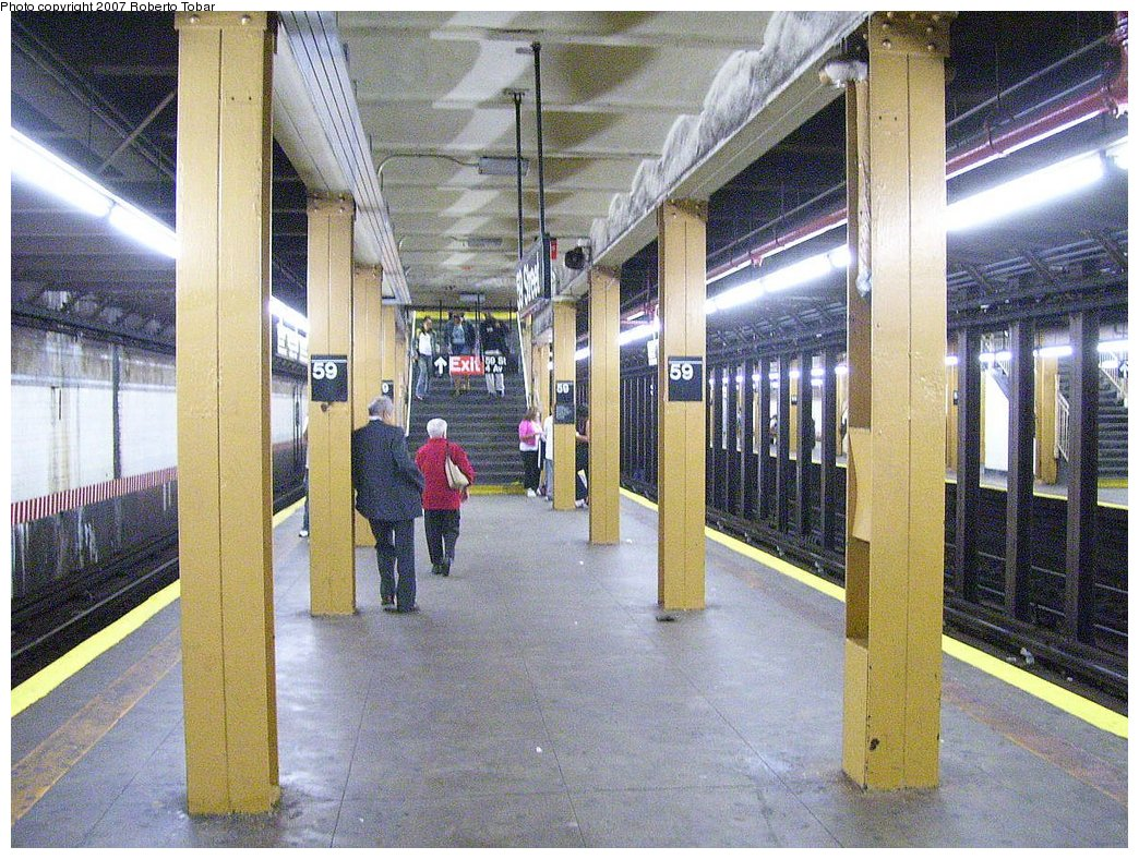 (251k, 1044x788)<br><b>Country:</b> United States<br><b>City:</b> New York<br><b>System:</b> New York City Transit<br><b>Line:</b> BMT 4th Avenue Line<br><b>Location:</b> 59th Street<br><b>Photo by:</b> Roberto C. Tobar<br><b>Date:</b> 9/15/2007<br><b>Viewed (this week/total):</b> 5 / 2772