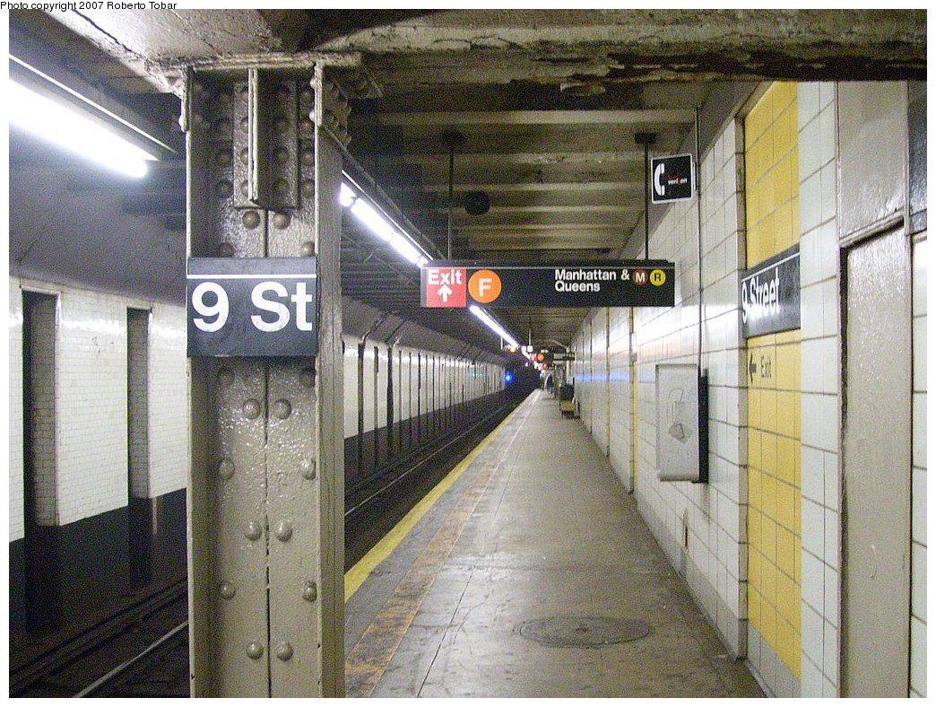 (254k, 1044x788)<br><b>Country:</b> United States<br><b>City:</b> New York<br><b>System:</b> New York City Transit<br><b>Line:</b> BMT 4th Avenue Line<br><b>Location:</b> 9th Street<br><b>Photo by:</b> Roberto C. Tobar<br><b>Date:</b> 9/15/2007<br><b>Viewed (this week/total):</b> 8 / 2913