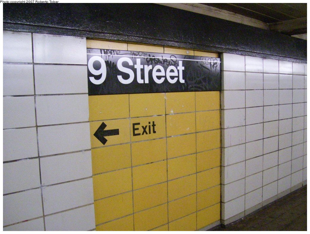 (185k, 1044x788)<br><b>Country:</b> United States<br><b>City:</b> New York<br><b>System:</b> New York City Transit<br><b>Line:</b> BMT 4th Avenue Line<br><b>Location:</b> 9th Street<br><b>Photo by:</b> Roberto C. Tobar<br><b>Date:</b> 9/15/2007<br><b>Viewed (this week/total):</b> 2 / 1890