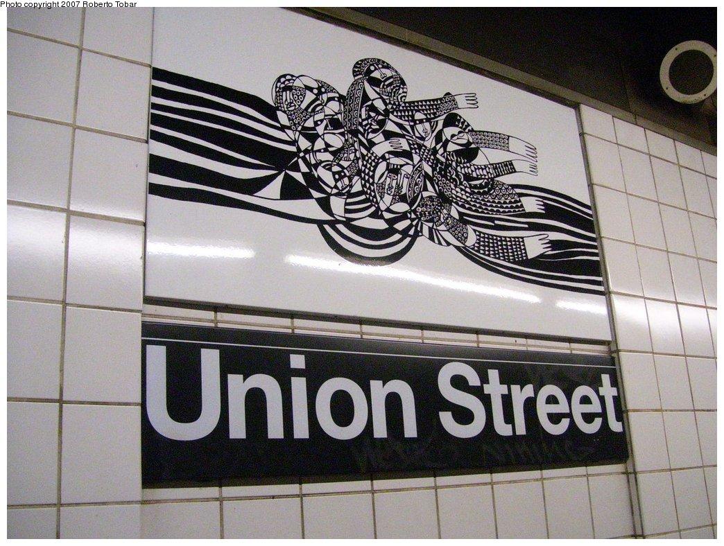 (204k, 1044x788)<br><b>Country:</b> United States<br><b>City:</b> New York<br><b>System:</b> New York City Transit<br><b>Line:</b> BMT 4th Avenue Line<br><b>Location:</b> Union Street<br><b>Photo by:</b> Roberto C. Tobar<br><b>Date:</b> 9/15/2007<br><b>Artwork:</b> <i>CommUnion</i>, Emmett Wigglesworth, 1994<br><b>Viewed (this week/total):</b> 0 / 2970