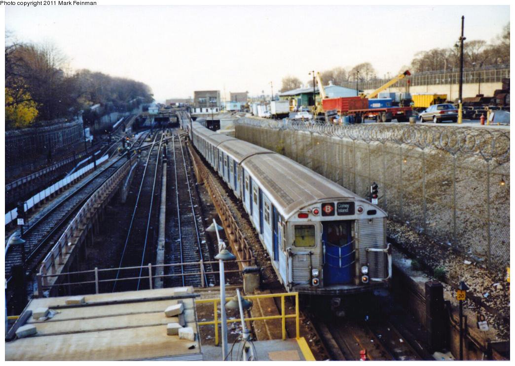 (397k, 1044x743)<br><b>Country:</b> United States<br><b>City:</b> New York<br><b>System:</b> New York City Transit<br><b>Line:</b> BMT West End Line<br><b>Location:</b> 9th Avenue<br><b>Route:</b> B<br><b>Car:</b> R-32 (Budd, 1964)  <br><b>Photo by:</b> Mark S. Feinman<br><b>Date:</b> 11/22/1989<br><b>Viewed (this week/total):</b> 4 / 3501