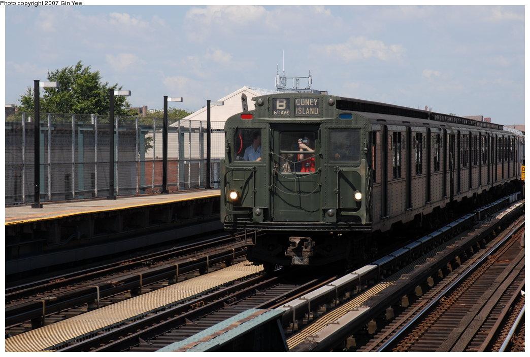 (195k, 1044x705)<br><b>Country:</b> United States<br><b>City:</b> New York<br><b>System:</b> New York City Transit<br><b>Line:</b> BMT West End Line<br><b>Location:</b> 25th Avenue<br><b>Route:</b> Fan Trip<br><b>Car:</b> R-9 (Pressed Steel, 1940) 1802 <br><b>Photo by:</b> Gin Yee<br><b>Date:</b> 8/12/2007<br><b>Viewed (this week/total):</b> 4 / 2608