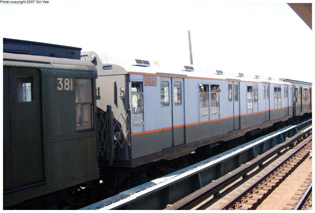 (156k, 1044x705)<br><b>Country:</b> United States<br><b>City:</b> New York<br><b>System:</b> New York City Transit<br><b>Line:</b> BMT West End Line<br><b>Location:</b> 25th Avenue<br><b>Route:</b> Fan Trip<br><b>Car:</b> R-7A (Pullman, 1938) 1575 <br><b>Photo by:</b> Gin Yee<br><b>Date:</b> 8/12/2007<br><b>Viewed (this week/total):</b> 3 / 1805
