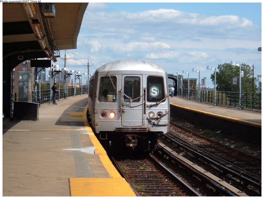 (189k, 1044x788)<br><b>Country:</b> United States<br><b>City:</b> New York<br><b>System:</b> New York City Transit<br><b>Line:</b> IND Rockaway Line<br><b>Location:</b> Beach 60th Street/Straiton<br><b>Route:</b> S<br><b>Car:</b> R-44 (St. Louis, 1971-73) 5322 <br><b>Photo by:</b> Chris M.<br><b>Date:</b> 9/15/2007<br><b>Viewed (this week/total):</b> 8 / 2135