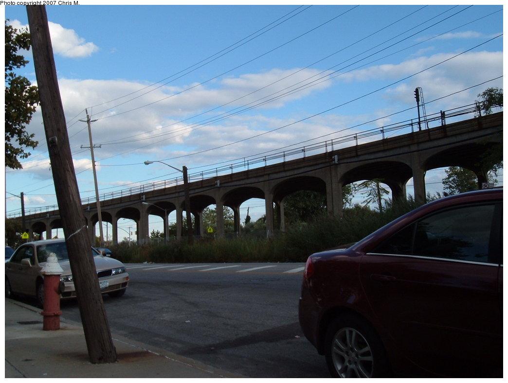 (150k, 1044x788)<br><b>Country:</b> United States<br><b>City:</b> New York<br><b>System:</b> New York City Transit<br><b>Line:</b> IND Rockaway Line<br><b>Location:</b> Beach 60th Street/Straiton<br><b>Photo by:</b> Chris M.<br><b>Date:</b> 9/15/2007<br><b>Notes:</b> View of el at Beach 55th (nr. Beach 60th St.)<br><b>Viewed (this week/total):</b> 6 / 1646