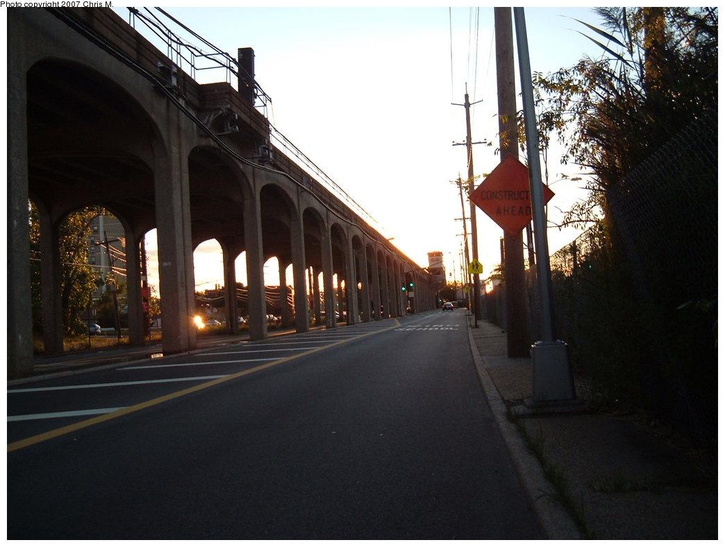 (154k, 1044x788)<br><b>Country:</b> United States<br><b>City:</b> New York<br><b>System:</b> New York City Transit<br><b>Line:</b> IND Rockaway Line<br><b>Location:</b> Beach 60th Street/Straiton<br><b>Photo by:</b> Chris M.<br><b>Date:</b> 9/15/2007<br><b>Notes:</b> View of el at Beach 56th (nr. Beach 60th St.)<br><b>Viewed (this week/total):</b> 8 / 1462