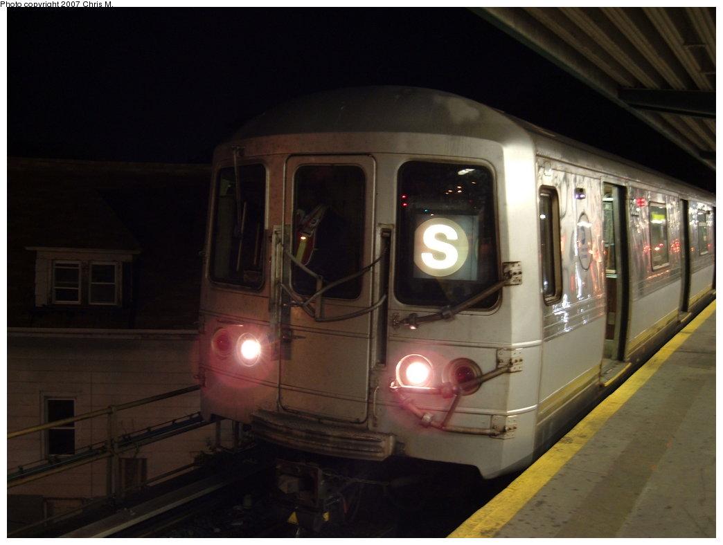 (118k, 1044x788)<br><b>Country:</b> United States<br><b>City:</b> New York<br><b>System:</b> New York City Transit<br><b>Line:</b> IND Rockaway Line<br><b>Location:</b> Mott Avenue/Far Rockaway<br><b>Route:</b> S<br><b>Car:</b> R-44 (St. Louis, 1971-73) 5322 <br><b>Photo by:</b> Chris M.<br><b>Date:</b> 9/15/2007<br><b>Viewed (this week/total):</b> 6 / 1848