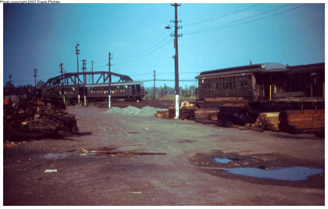 (156k, 1044x666)<br><b>Country:</b> United States<br><b>City:</b> New York<br><b>System:</b> New York City Transit<br><b>Location:</b> Fresh Pond Yard<br><b>Car:</b> BMT Elevated Gate Car  <br><b>Photo by:</b> Frank Pfuhler<br><b>Date:</b> 6/26/1955<br><b>Viewed (this week/total):</b> 1 / 2895