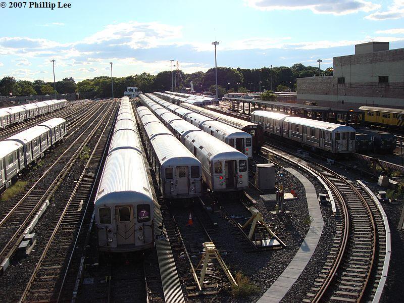 (142k, 800x600)<br><b>Country:</b> United States<br><b>City:</b> New York<br><b>System:</b> New York City Transit<br><b>Location:</b> Corona Yard<br><b>Car:</b> R-62A (Bombardier, 1984-1987)  <br><b>Photo by:</b> Phillip Lee<br><b>Date:</b> 9/15/2007<br><b>Viewed (this week/total):</b> 5 / 2528