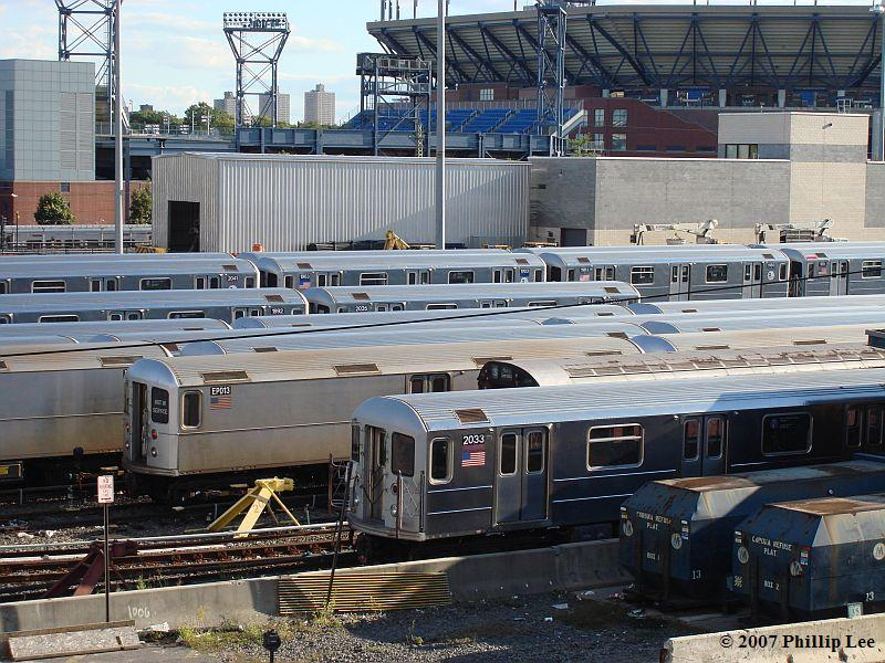 (140k, 800x600)<br><b>Country:</b> United States<br><b>City:</b> New York<br><b>System:</b> New York City Transit<br><b>Location:</b> Corona Yard<br><b>Car:</b> R-62A (Bombardier, 1984-1987) 2033 <br><b>Photo by:</b> Phillip Lee<br><b>Date:</b> 9/15/2007<br><b>Viewed (this week/total):</b> 7 / 2095