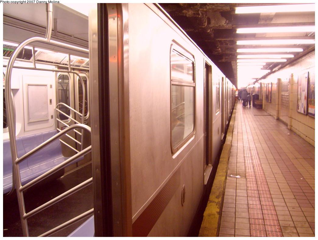 (252k, 1044x788)<br><b>Country:</b> United States<br><b>City:</b> New York<br><b>System:</b> New York City Transit<br><b>Line:</b> IRT East Side Line<br><b>Location:</b> 103rd Street<br><b>Route:</b> 6<br><b>Car:</b> R-142 or R-142A (Number Unknown)  <br><b>Photo by:</b> Danny Molina<br><b>Date:</b> 10/12/2007<br><b>Viewed (this week/total):</b> 0 / 3511