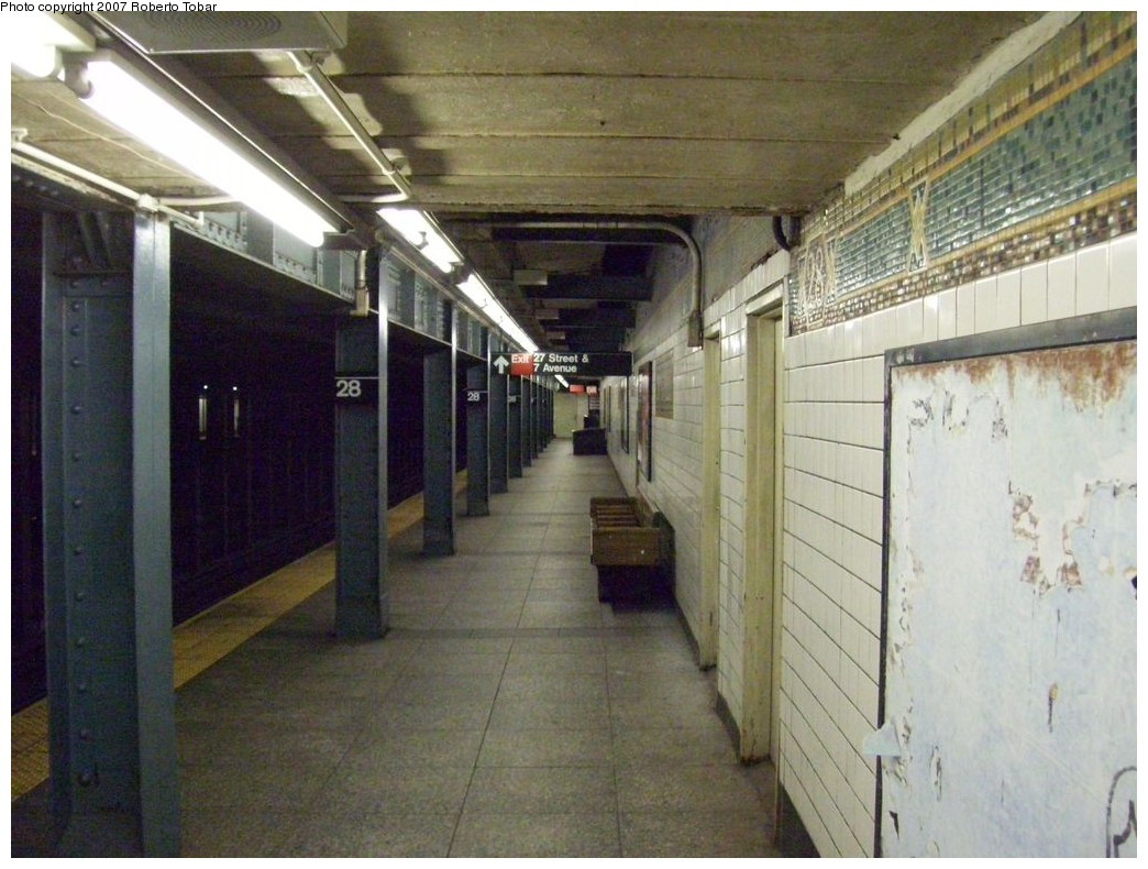 (214k, 1044x790)<br><b>Country:</b> United States<br><b>City:</b> New York<br><b>System:</b> New York City Transit<br><b>Line:</b> IRT West Side Line<br><b>Location:</b> 28th Street<br><b>Photo by:</b> Roberto C. Tobar<br><b>Date:</b> 10/13/2007<br><b>Notes:</b> Station view.<br><b>Viewed (this week/total):</b> 3 / 3086