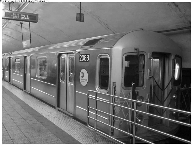 (110k, 820x620)<br><b>Country:</b> United States<br><b>City:</b> New York<br><b>System:</b> New York City Transit<br><b>Line:</b> IRT Flushing Line<br><b>Location:</b> Grand Central<br><b>Route:</b> 7<br><b>Car:</b> R-62A (Bombardier, 1984-1987) 2088 <br><b>Photo by:</b> Gary Chatterton<br><b>Date:</b> 10/15/2007<br><b>Viewed (this week/total):</b> 1 / 2291