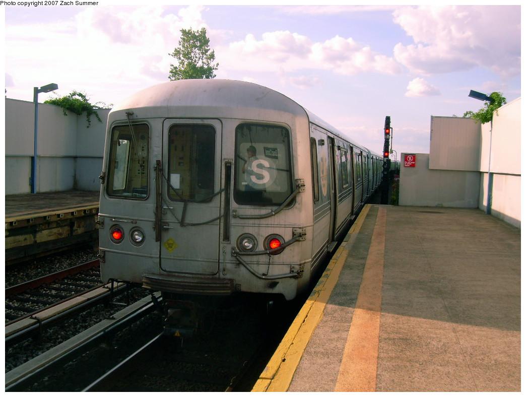 (237k, 1044x788)<br><b>Country:</b> United States<br><b>City:</b> New York<br><b>System:</b> New York City Transit<br><b>Line:</b> IND Rockaway Line<br><b>Location:</b> Broad Channel<br><b>Route:</b> S<br><b>Car:</b> R-44 (St. Louis, 1971-73)  <br><b>Photo by:</b> Zach Summer<br><b>Date:</b> 7/22/2007<br><b>Viewed (this week/total):</b> 0 / 1696