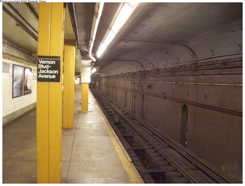 (200k, 1044x791)<br><b>Country:</b> United States<br><b>City:</b> New York<br><b>System:</b> New York City Transit<br><b>Line:</b> IRT Flushing Line<br><b>Location:</b> Vernon-Jackson Avenues<br><b>Photo by:</b> Roberto C. Tobar<br><b>Date:</b> 10/27/2007<br><b>Viewed (this week/total):</b> 0 / 4326