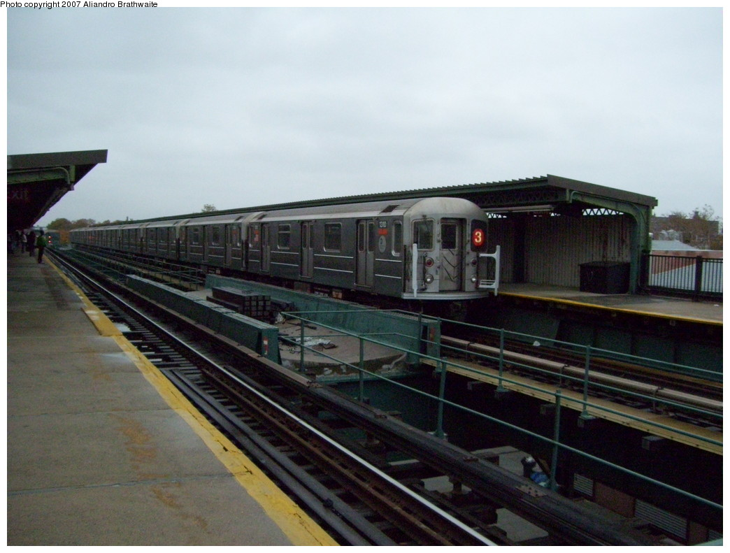 (202k, 1044x791)<br><b>Country:</b> United States<br><b>City:</b> New York<br><b>System:</b> New York City Transit<br><b>Line:</b> IRT Brooklyn Line<br><b>Location:</b> Van Siclen Avenue<br><b>Route:</b> 3<br><b>Car:</b> R-62 (Kawasaki, 1983-1985) 1310 <br><b>Photo by:</b> Aliandro Brathwaite<br><b>Date:</b> 11/20/2007<br><b>Viewed (this week/total):</b> 0 / 2968