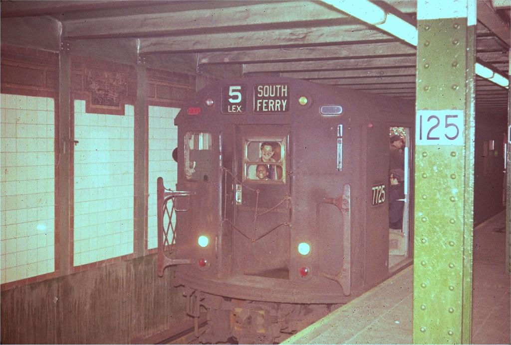 (224k, 1024x693)<br><b>Country:</b> United States<br><b>City:</b> New York<br><b>System:</b> New York City Transit<br><b>Line:</b> IRT East Side Line<br><b>Location:</b> 125th Street<br><b>Route:</b> 5<br><b>Car:</b> R-22 (St. Louis, 1957-58) 7725 <br><b>Collection of:</b> Joe Testagrose<br><b>Viewed (this week/total):</b> 2 / 3644