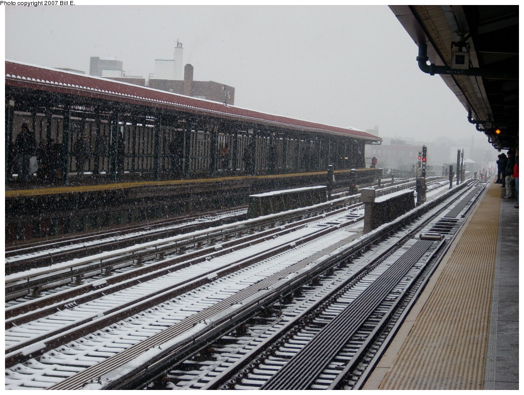 (309k, 1044x788)<br><b>Country:</b> United States<br><b>City:</b> New York<br><b>System:</b> New York City Transit<br><b>Line:</b> IRT Flushing Line<br><b>Location:</b> 74th Street/Broadway<br><b>Photo by:</b> Bill E.<br><b>Date:</b> 12/2/2007<br><b>Viewed (this week/total):</b> 3 / 1488