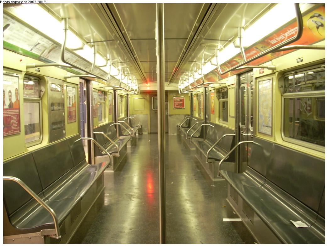 (248k, 1044x788)<br><b>Country:</b> United States<br><b>City:</b> New York<br><b>System:</b> New York City Transit<br><b>Line:</b> IND 8th Avenue Line<br><b>Location:</b> Chambers Street/World Trade Center<br><b>Route:</b> E<br><b>Car:</b> R-32 (Budd, 1964)  <br><b>Photo by:</b> Bill E.<br><b>Date:</b> 12/2/2007<br><b>Viewed (this week/total):</b> 2 / 4015