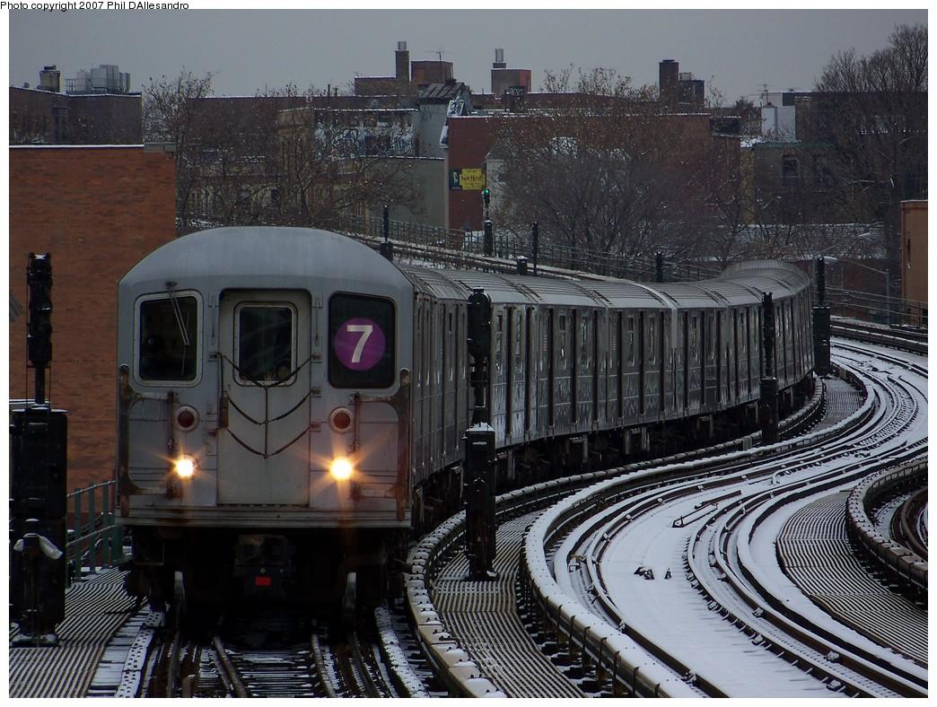 (275k, 1044x788)<br><b>Country:</b> United States<br><b>City:</b> New York<br><b>System:</b> New York City Transit<br><b>Line:</b> IRT Flushing Line<br><b>Location:</b> 61st Street/Woodside<br><b>Route:</b> 7<br><b>Car:</b> R-62A (Bombardier, 1984-1987) 2122 <br><b>Photo by:</b> Philip D'Allesandro<br><b>Date:</b> 12/2/2007<br><b>Viewed (this week/total):</b> 0 / 2345