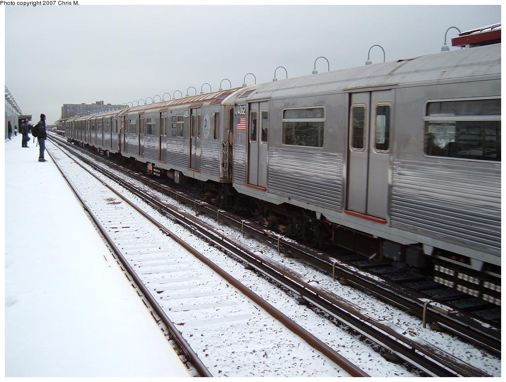 (243k, 1044x788)<br><b>Country:</b> United States<br><b>City:</b> New York<br><b>System:</b> New York City Transit<br><b>Line:</b> IND Rockaway Line<br><b>Location:</b> Beach 90th Street/Holland<br><b>Route:</b> A<br><b>Car:</b> R-38 (St. Louis, 1966-1967) 4062 <br><b>Photo by:</b> Chris M.<br><b>Date:</b> 12/2/2007<br><b>Viewed (this week/total):</b> 1 / 2826