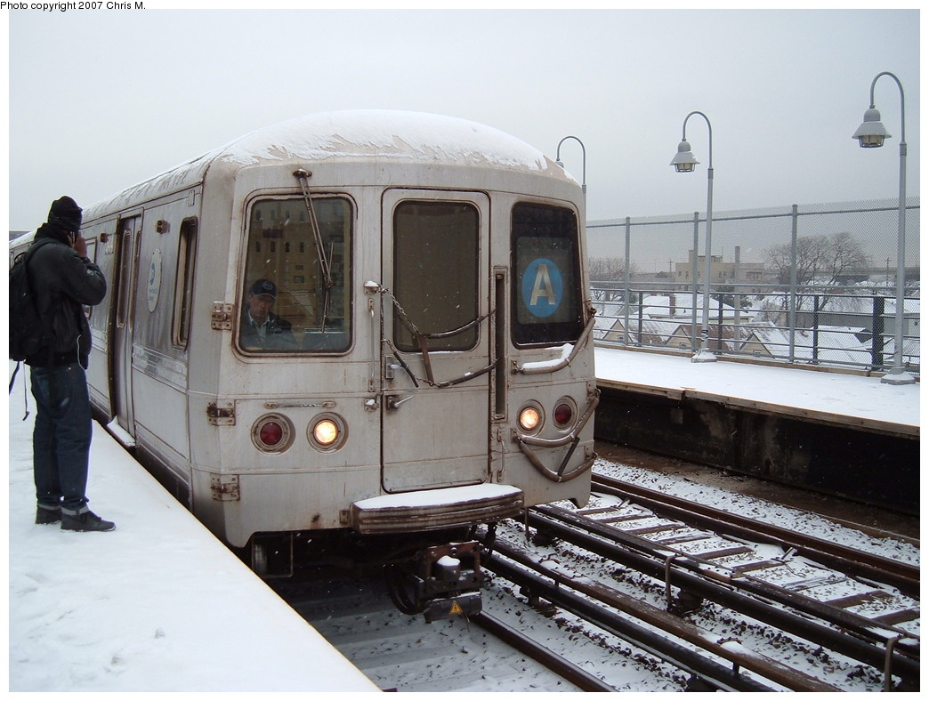 (226k, 1044x788)<br><b>Country:</b> United States<br><b>City:</b> New York<br><b>System:</b> New York City Transit<br><b>Line:</b> IND Rockaway Line<br><b>Location:</b> Beach 90th Street/Holland<br><b>Route:</b> A<br><b>Car:</b> R-44 (St. Louis, 1971-73) 5414 <br><b>Photo by:</b> Chris M.<br><b>Date:</b> 12/2/2007<br><b>Viewed (this week/total):</b> 0 / 2850
