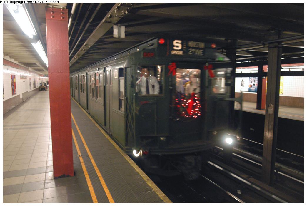 (254k, 1044x701)<br><b>Country:</b> United States<br><b>City:</b> New York<br><b>System:</b> New York City Transit<br><b>Line:</b> IND Queens Boulevard Line<br><b>Location:</b> Court Square/23rd St (Ely Avenue)<br><b>Route:</b> Museum Train Service (V)<br><b>Car:</b> R-1 (American Car & Foundry, 1930-1931) 100 <br><b>Photo by:</b> David Pirmann<br><b>Date:</b> 12/9/2007<br><b>Notes:</b> Train in regular Nostalgia Train service, not technically a fan trip.<br><b>Viewed (this week/total):</b> 0 / 2801