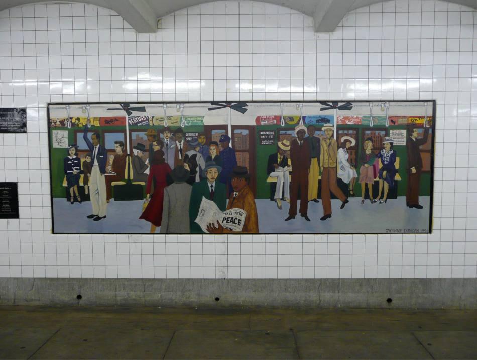 (105k, 950x716)<br><b>Country:</b> United States<br><b>City:</b> New York<br><b>System:</b> New York City Transit<br><b>Line:</b> IND Crosstown Line<br><b>Location:</b> Clinton/Washington Aves.<br><b>Photo by:</b> Robbie Rosenfeld<br><b>Date:</b> 11/27/2007<br><b>Artwork:</b> <i>Smith & 9th</i>, Gwynne Duncan, 1998<br><b>Viewed (this week/total):</b> 0 / 3213