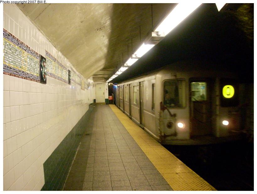 (162k, 819x619)<br><b>Country:</b> United States<br><b>City:</b> New York<br><b>System:</b> New York City Transit<br><b>Line:</b> BMT Broadway Line<br><b>Location:</b> Canal Street (Manhattan Bridge Branch)<br><b>Route:</b> Q<br><b>Car:</b> R-40M (St. Louis, 1969)  <br><b>Photo by:</b> Bill E.<br><b>Date:</b> 12/9/2007<br><b>Viewed (this week/total):</b> 8 / 4619