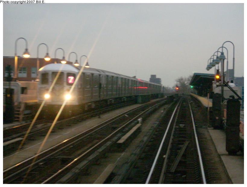 (150k, 819x619)<br><b>Country:</b> United States<br><b>City:</b> New York<br><b>System:</b> New York City Transit<br><b>Line:</b> IRT Flushing Line<br><b>Location:</b> 52nd Street/Lincoln Avenue<br><b>Route:</b> 7<br><b>Car:</b> R-62A (Bombardier, 1984-1987) 1685 <br><b>Photo by:</b> Bill E.<br><b>Date:</b> 12/9/2007<br><b>Viewed (this week/total):</b> 2 / 2122