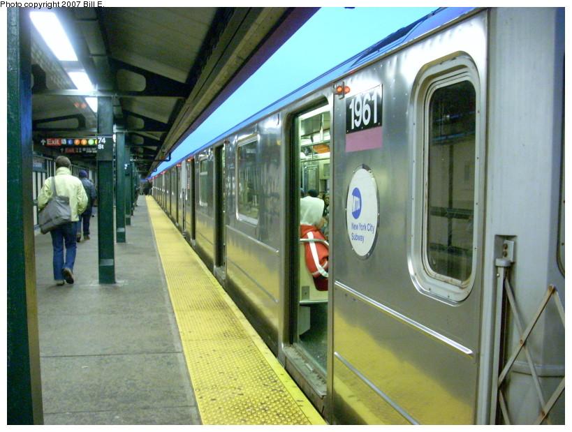 (187k, 819x619)<br><b>Country:</b> United States<br><b>City:</b> New York<br><b>System:</b> New York City Transit<br><b>Line:</b> IRT Flushing Line<br><b>Location:</b> 74th Street/Broadway<br><b>Route:</b> 7<br><b>Car:</b> R-62A (Bombardier, 1984-1987) 1961 <br><b>Photo by:</b> Bill E.<br><b>Date:</b> 12/9/2007<br><b>Viewed (this week/total):</b> 3 / 2191
