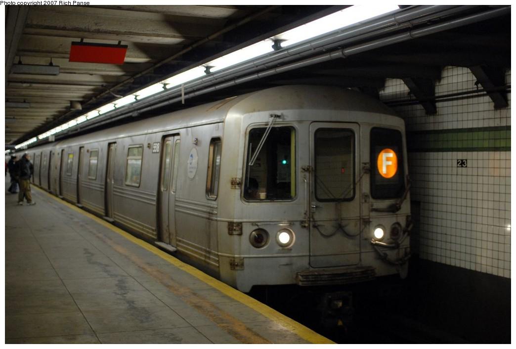 (145k, 1044x706)<br><b>Country:</b> United States<br><b>City:</b> New York<br><b>System:</b> New York City Transit<br><b>Line:</b> IND 6th Avenue Line<br><b>Location:</b> 23rd Street<br><b>Route:</b> F<br><b>Car:</b> R-46 (Pullman-Standard, 1974-75) 5518 <br><b>Photo by:</b> Richard Panse<br><b>Date:</b> 12/9/2007<br><b>Viewed (this week/total):</b> 1 / 2737