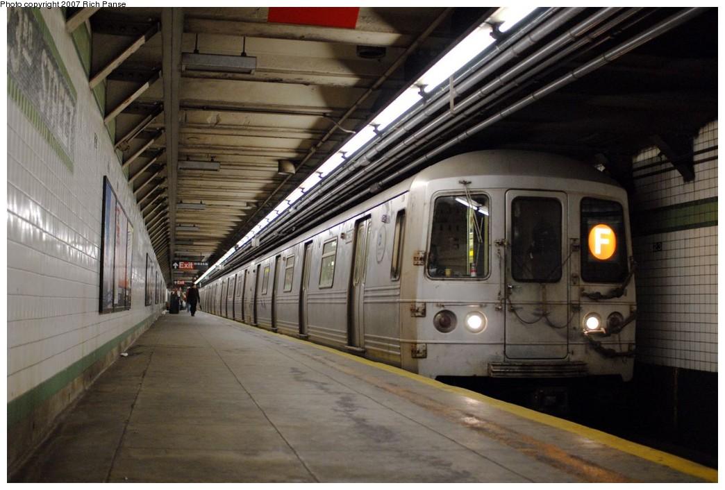 (175k, 1044x706)<br><b>Country:</b> United States<br><b>City:</b> New York<br><b>System:</b> New York City Transit<br><b>Line:</b> IND 6th Avenue Line<br><b>Location:</b> 23rd Street<br><b>Route:</b> F<br><b>Car:</b> R-46 (Pullman-Standard, 1974-75) 6036 <br><b>Photo by:</b> Richard Panse<br><b>Date:</b> 12/9/2007<br><b>Viewed (this week/total):</b> 0 / 2632