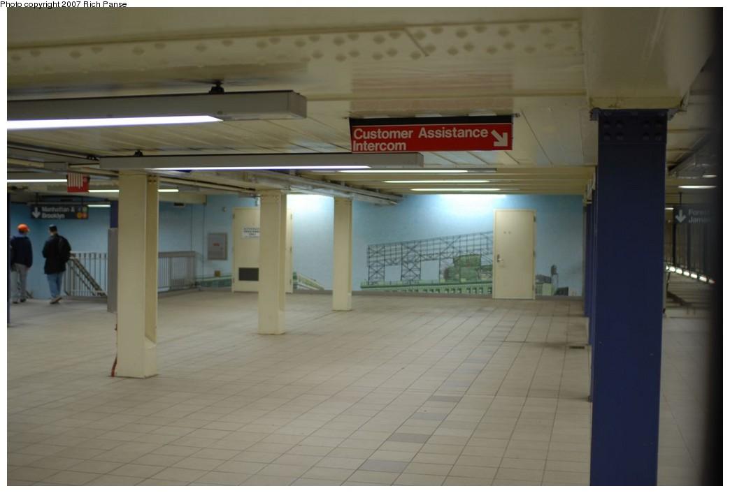 (138k, 1044x706)<br><b>Country:</b> United States<br><b>City:</b> New York<br><b>System:</b> New York City Transit<br><b>Line:</b> IND Queens Boulevard Line<br><b>Location:</b> Queens Plaza<br><b>Photo by:</b> Richard Panse<br><b>Date:</b> 12/9/2007<br><b>Artwork:</b> <i>Look Up Not Down</i>, Ellen Harvey, 2005<br><b>Viewed (this week/total):</b> 4 / 2875