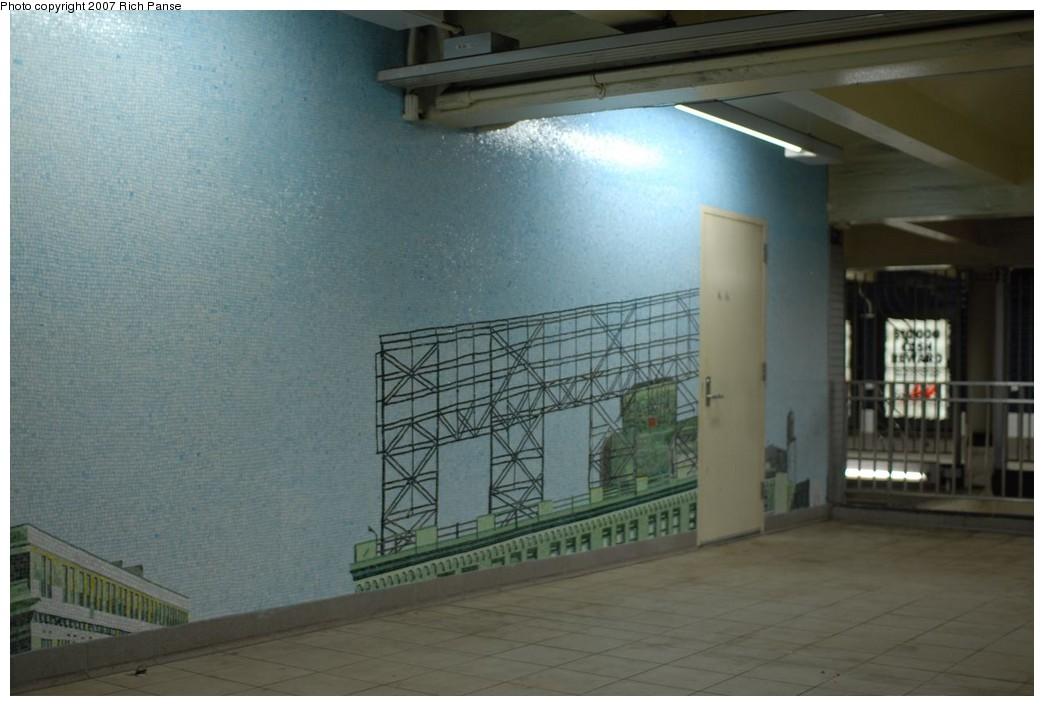 (170k, 1044x706)<br><b>Country:</b> United States<br><b>City:</b> New York<br><b>System:</b> New York City Transit<br><b>Line:</b> IND Queens Boulevard Line<br><b>Location:</b> Queens Plaza<br><b>Photo by:</b> Richard Panse<br><b>Date:</b> 12/9/2007<br><b>Artwork:</b> <i>Look Up Not Down</i>, Ellen Harvey, 2005<br><b>Viewed (this week/total):</b> 2 / 2950