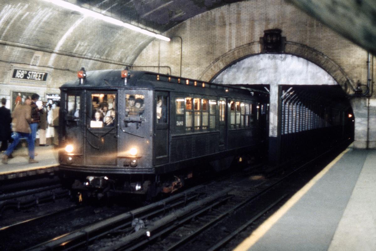 (487k, 1200x800)<br><b>Country:</b> United States<br><b>City:</b> New York<br><b>System:</b> New York City Transit<br><b>Line:</b> IRT West Side Line<br><b>Location:</b> 168th Street<br><b>Route:</b> Fan Trip<br><b>Car:</b> Low-V (Museum Train) 5483 <br><b>Photo by:</b> Franklin B. Roberts<br><b>Collection of:</b> David Pirmann<br><b>Date:</b> 4/10/1976<br><b>Viewed (this week/total):</b> 0 / 8296