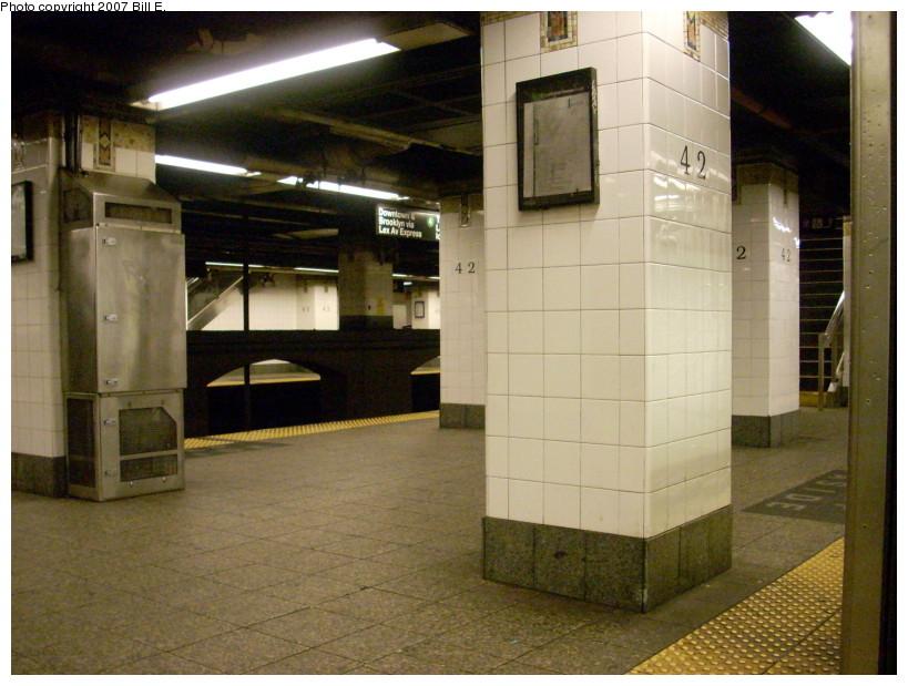 (170k, 819x619)<br><b>Country:</b> United States<br><b>City:</b> New York<br><b>System:</b> New York City Transit<br><b>Line:</b> IRT East Side Line<br><b>Location:</b> Grand Central<br><b>Photo by:</b> Bill E.<br><b>Date:</b> 12/16/2007<br><b>Viewed (this week/total):</b> 3 / 1618