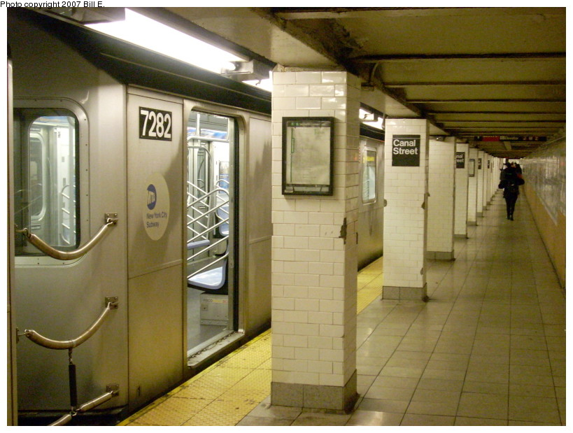(171k, 819x619)<br><b>Country:</b> United States<br><b>City:</b> New York<br><b>System:</b> New York City Transit<br><b>Line:</b> IRT East Side Line<br><b>Location:</b> Canal Street<br><b>Route:</b> 6<br><b>Car:</b> R-142A (Primary Order, Kawasaki, 1999-2002) 7282 <br><b>Photo by:</b> Bill E.<br><b>Date:</b> 12/16/2007<br><b>Viewed (this week/total):</b> 1 / 4095