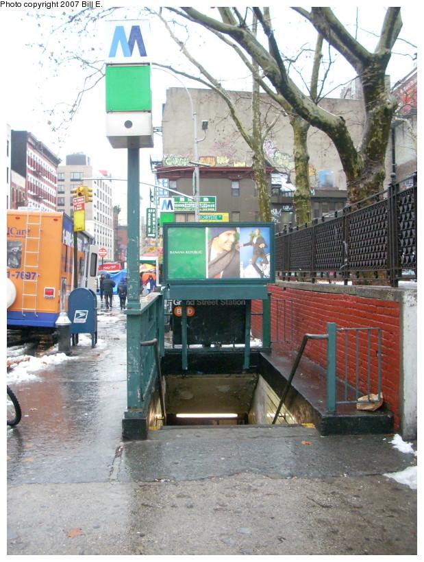 (211k, 619x819)<br><b>Country:</b> United States<br><b>City:</b> New York<br><b>System:</b> New York City Transit<br><b>Line:</b> IND 6th Avenue Line<br><b>Location:</b> Grand Street<br><b>Photo by:</b> Bill E.<br><b>Date:</b> 12/16/2007<br><b>Notes:</b> Station entrance.<br><b>Viewed (this week/total):</b> 1 / 5225