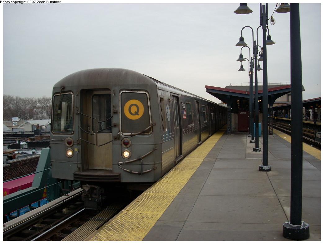 (216k, 1044x788)<br><b>Country:</b> United States<br><b>City:</b> New York<br><b>System:</b> New York City Transit<br><b>Line:</b> BMT Brighton Line<br><b>Location:</b> Brighton Beach<br><b>Route:</b> Q<br><b>Car:</b> R-68A (Kawasaki, 1988-1989) 5012 <br><b>Photo by:</b> Zach Summer<br><b>Date:</b> 12/9/2007<br><b>Viewed (this week/total):</b> 1 / 2077