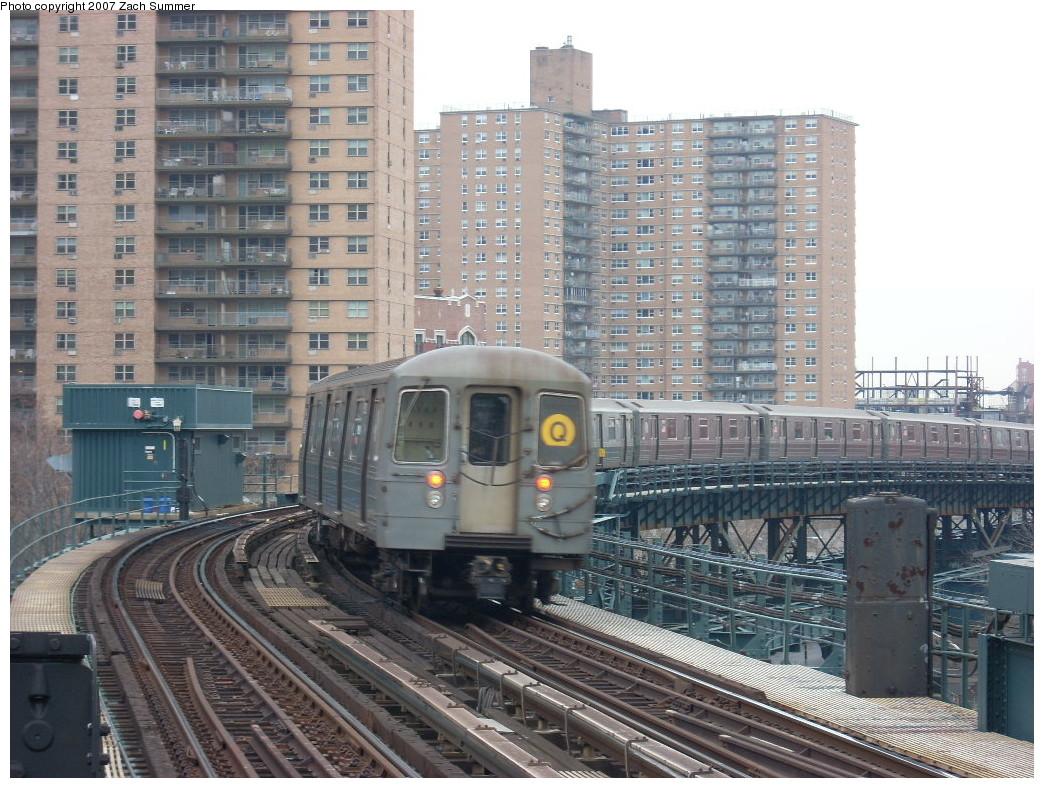 (295k, 1044x788)<br><b>Country:</b> United States<br><b>City:</b> New York<br><b>System:</b> New York City Transit<br><b>Line:</b> BMT Brighton Line<br><b>Location:</b> West 8th Street<br><b>Route:</b> Q<br><b>Car:</b> R-68A (Kawasaki, 1988-1989) 5092 <br><b>Photo by:</b> Zach Summer<br><b>Date:</b> 12/9/2007<br><b>Viewed (this week/total):</b> 2 / 2377
