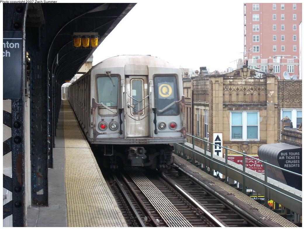 (296k, 1044x788)<br><b>Country:</b> United States<br><b>City:</b> New York<br><b>System:</b> New York City Transit<br><b>Line:</b> BMT Brighton Line<br><b>Location:</b> Brighton Beach<br><b>Route:</b> Q<br><b>Car:</b> R-40 (St. Louis, 1968) 4262 <br><b>Photo by:</b> Zach Summer<br><b>Date:</b> 12/9/2007<br><b>Viewed (this week/total):</b> 2 / 2844