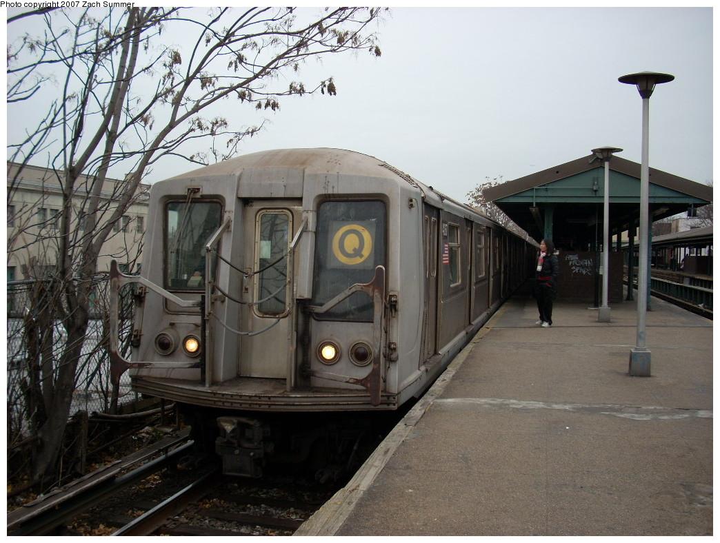 (270k, 1044x788)<br><b>Country:</b> United States<br><b>City:</b> New York<br><b>System:</b> New York City Transit<br><b>Line:</b> BMT Brighton Line<br><b>Location:</b> Kings Highway<br><b>Route:</b> Q<br><b>Car:</b> R-40 (St. Louis, 1968)  <br><b>Photo by:</b> Zach Summer<br><b>Date:</b> 12/9/2007<br><b>Viewed (this week/total):</b> 4 / 2877