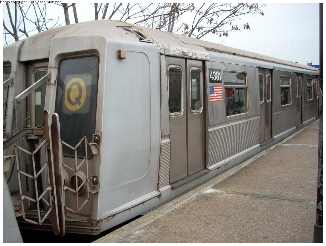 (276k, 1044x788)<br><b>Country:</b> United States<br><b>City:</b> New York<br><b>System:</b> New York City Transit<br><b>Line:</b> BMT Brighton Line<br><b>Location:</b> Kings Highway<br><b>Route:</b> Q<br><b>Car:</b> R-40 (St. Louis, 1968) 4381 <br><b>Photo by:</b> Zach Summer<br><b>Date:</b> 12/9/2007<br><b>Viewed (this week/total):</b> 2 / 2435