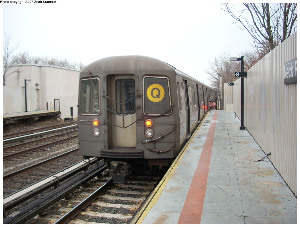 (230k, 1044x788)<br><b>Country:</b> United States<br><b>City:</b> New York<br><b>System:</b> New York City Transit<br><b>Line:</b> BMT Brighton Line<br><b>Location:</b> Neck Road<br><b>Route:</b> Q<br><b>Car:</b> R-68A (Kawasaki, 1988-1989)  <br><b>Photo by:</b> Zach Summer<br><b>Date:</b> 12/9/2007<br><b>Viewed (this week/total):</b> 1 / 2172